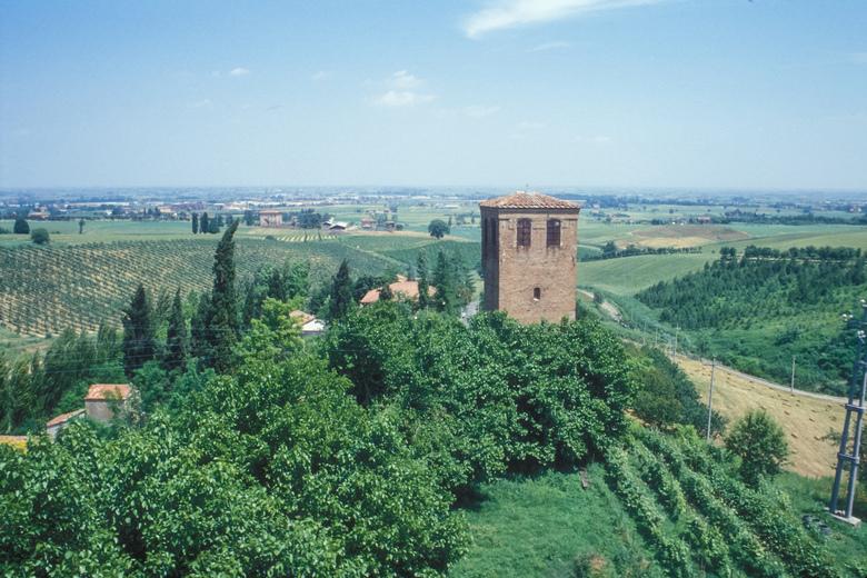 la Torre di San Pietro di Ozzano, simbolo del Comune